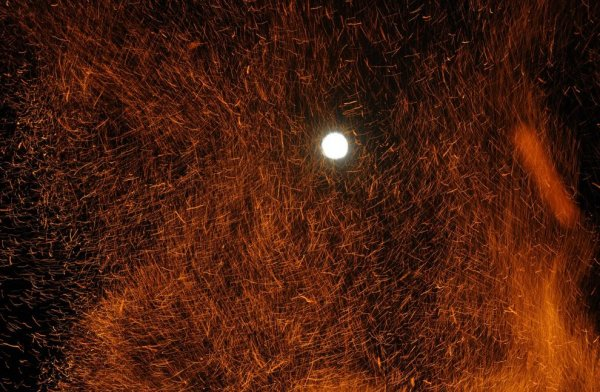 Как выглядело Суперлуние в разных уголках мира (19 фото)