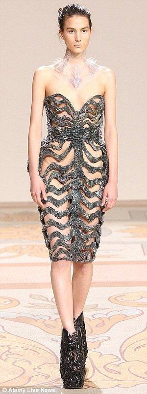 Осенние модные тенденции на показе дизайнера Ирис ван Херпен (8 фото)