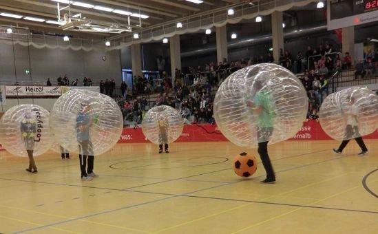 Футбол в пузырях – новое спортивное сумасшествие захлёстывает Европу