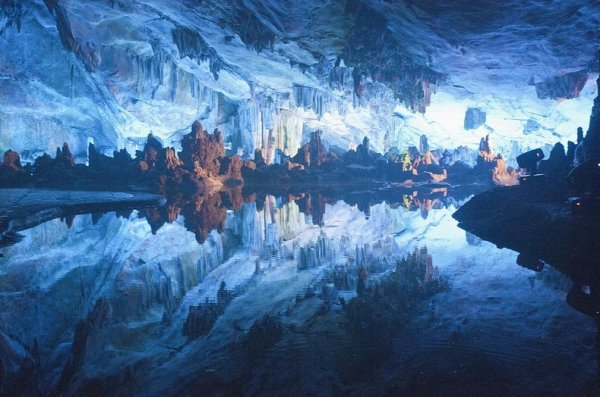 Пещера Тростниковой Флейты в Гуйлинь