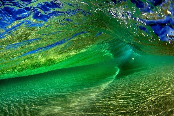 Удивительные волны через объектив фотографа Брюса Грорка (13 фото)