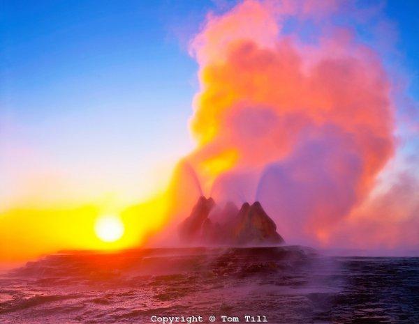 Удивительная красота геотермального гейзера Флай (15 фото)