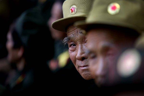 Красочное шоу в честь празднования 60-летия со дня окончания Корейской войны (14 фото)