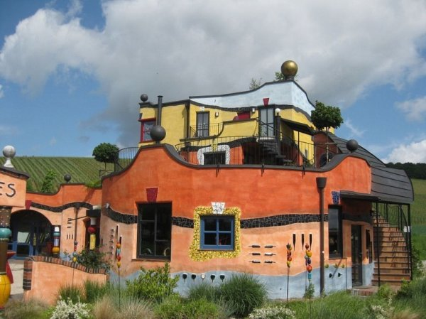 Странная архитектура Фриденсрайха Хундертвассера (13 фото)