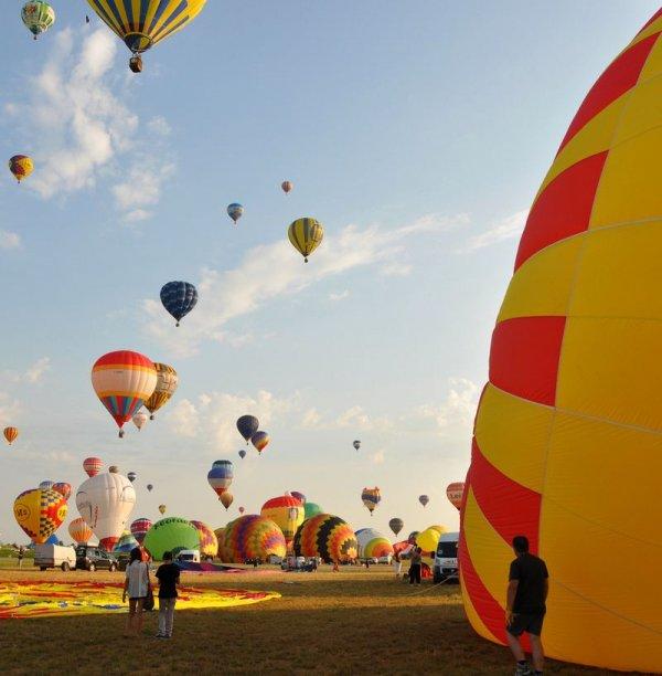 Яркие краски фестиваля воздушных шаров в Лотарингии (14 фото)