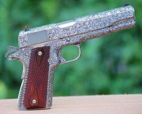 Эксклюзивное и коллекционное оружие (32 фото)