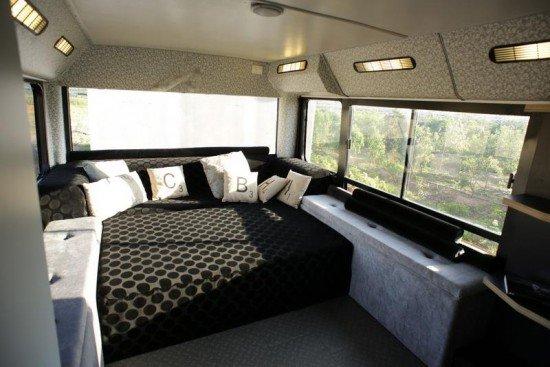 Израильтянки превратили старый автобус в прекрасное жилое пространство
