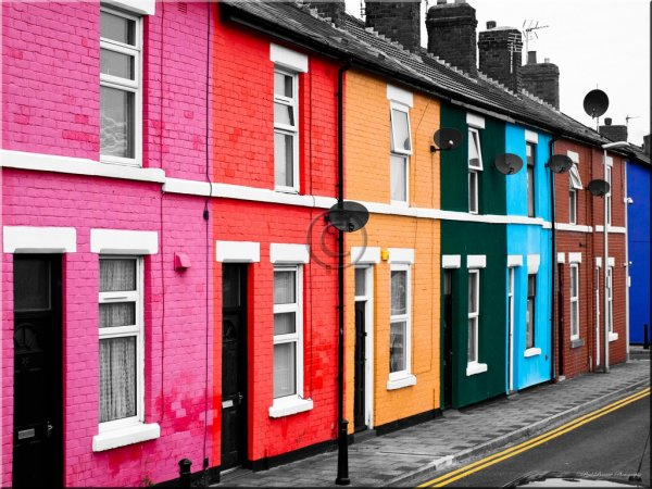 Яркие фасады домов в разных уголках мира (13 фото)