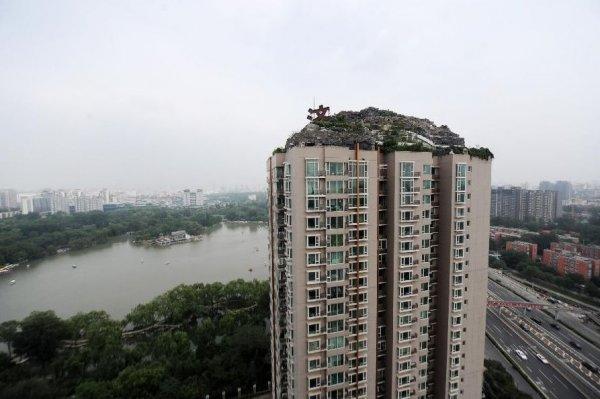 Эксцентричный бизнесмен построил горную виллу на крыше многоэтажки