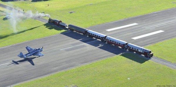 Гисборнский аэропорт: взлётно-посадочная полоса с железнодорожным переездом