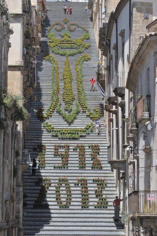 Величественная лестница Санта-Марии-дель-Монте (7 фото)