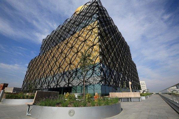 В Бирмингеме открылась крупнейшая в Европе библиотека (15 фото)