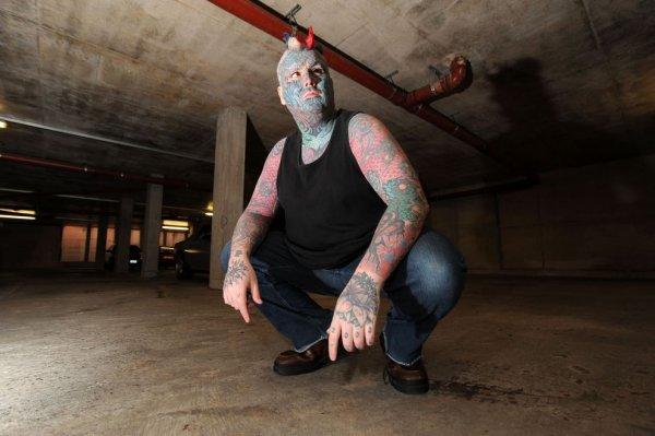 Тело британца Мэттью Уилена на 80 процентов покрыто татуировками (14 фото + видео)