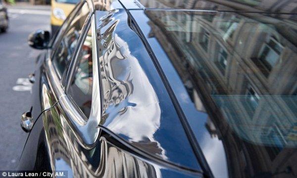 Дорогостоящий Jaguar, подпаленный небоскрёбом (7 фото)