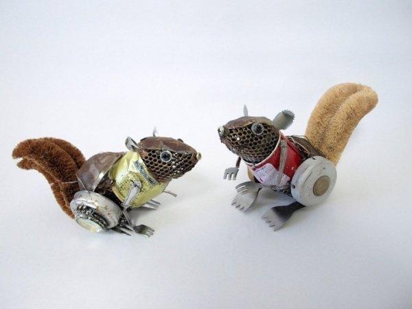 Оригинальные скульптуры животных, созданные из мусора (10 фото)