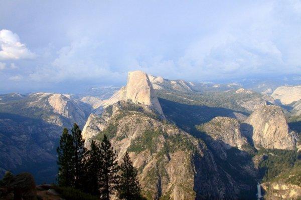 Хаф-Доум - гранитный монолит в национальном парке Йосемити (15 фото)