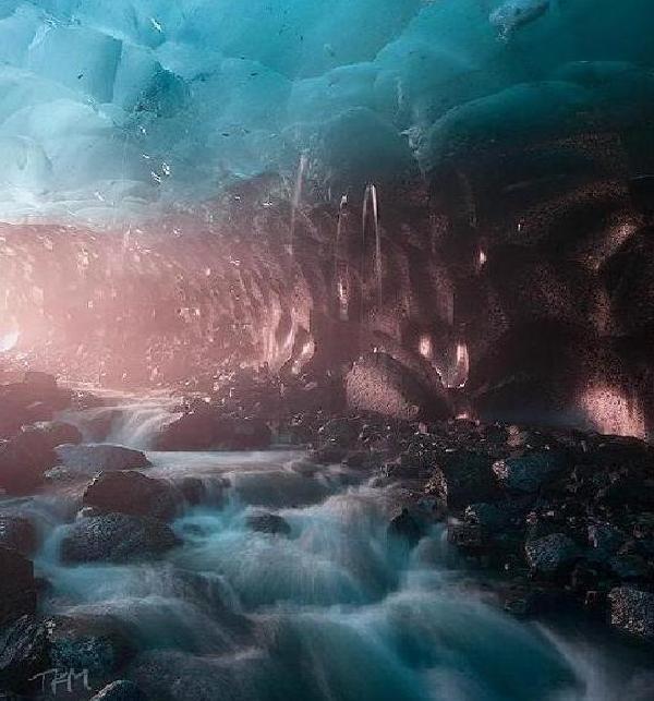 Завораживающая красота ледниковых пещер Менделхолла (9 фото)