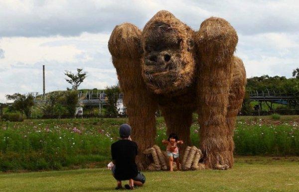 Соломенные скульптуры на фестивале в Японии (10 фото)