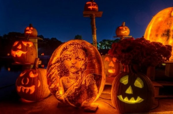 """Выставка тыкв-фонарей """"Passion for Pumpkins"""" (12 фото)"""
