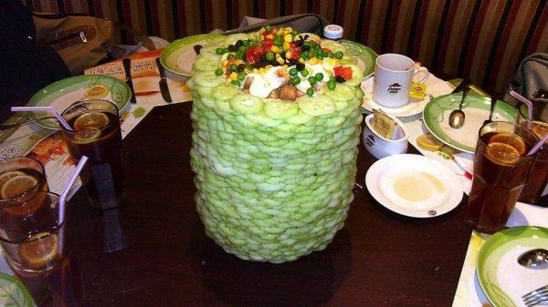 Съедобная архитектура: креативные башни из еды, которые погубили салатные бары Китая (6 фото)