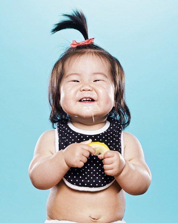 Малыши в забавной фотосерии Кислая гримаса (18 фото)