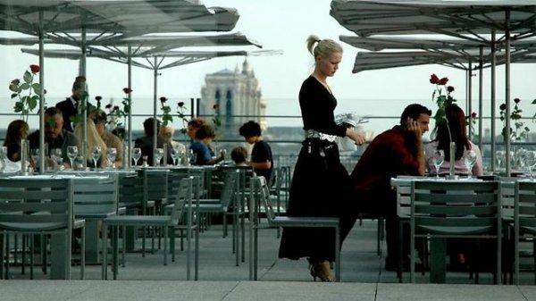 Во французских ресторанах посетителей рассаживают по степени их привлекательности
