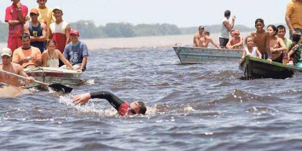 Встречайте Мартина Стрела, невероятного человека, который проплывает по всей длине рек (2 фото + видео)