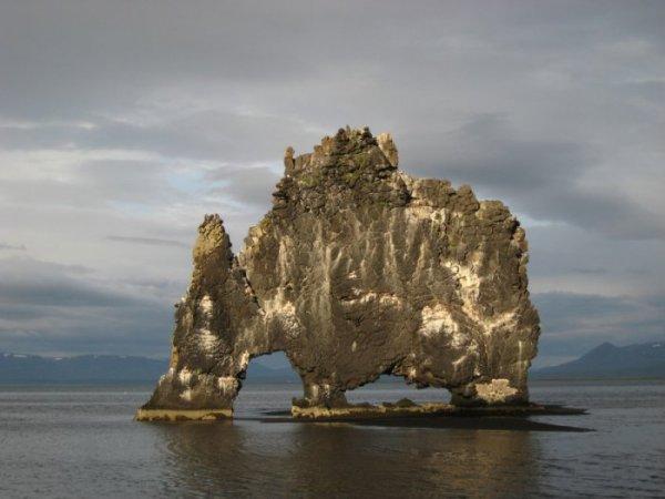 Необычная скала Hvitserkur (18 фото)