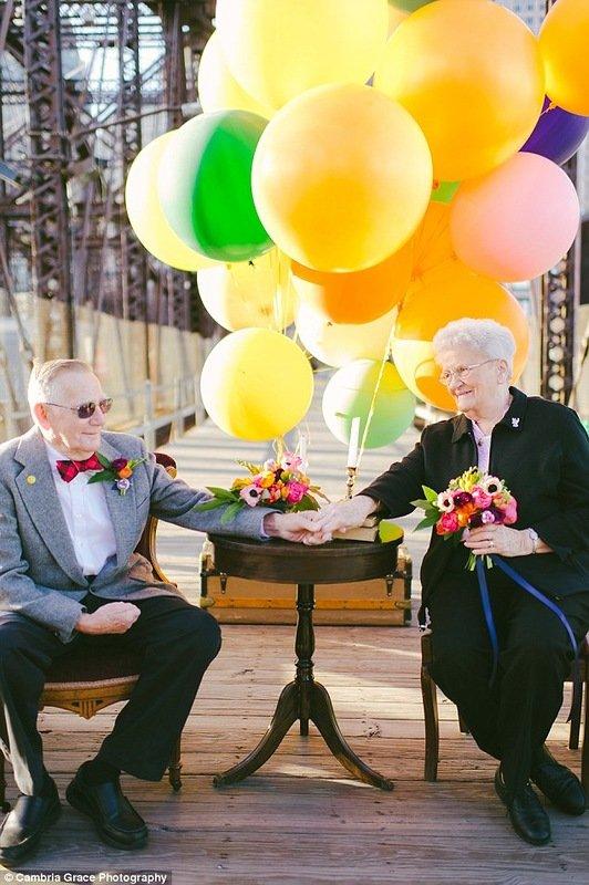 """Празднование 61-ой годовщины супружеской жизни в стиле мультфильма """"Вверх!"""" (16 фото)"""