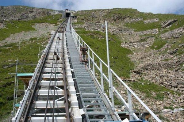 Фуникулёр Niesenbahn – самая длинная лестница в мире (14 фото)