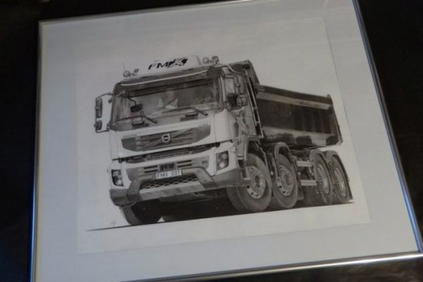 Гиперреалистичные рисунки автомобилей, созданные карандашом (34 фото)