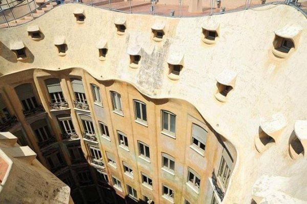 Дом Мила в Барселоне (13 фото)