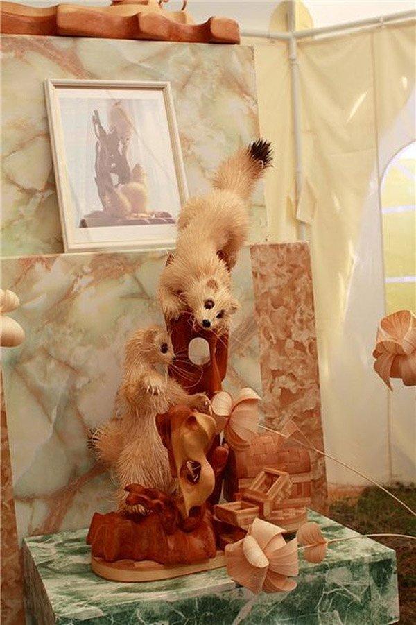 Впечатляющие скульптуры животных из деревянной стружки, созданные Сергеем Бобковым (16 фото)