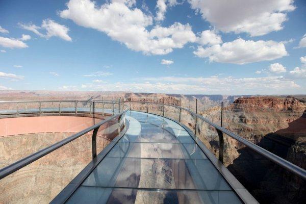 Смотровая площадка со стеклянным полом над Гранд-Каньоном (20 фото)