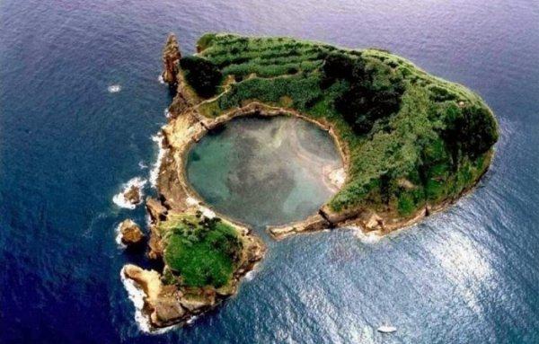 Озеро-лагуна острова Вила-Франка-ду-Кампу (11 фото)