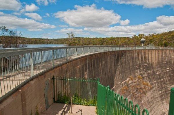 Шепчущая стена водохранилища Баросса (9 фото)
