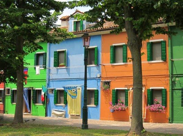 Красочный остров Бурано в Италии (14 фото)