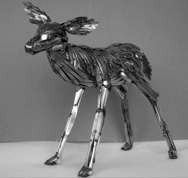 Столовые приборы как материал для творчества: Потрясающие скульптуры Гэри Ховея (15 фото)