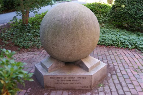 Загадка каменных шаров Коста-Рики (13 фото)