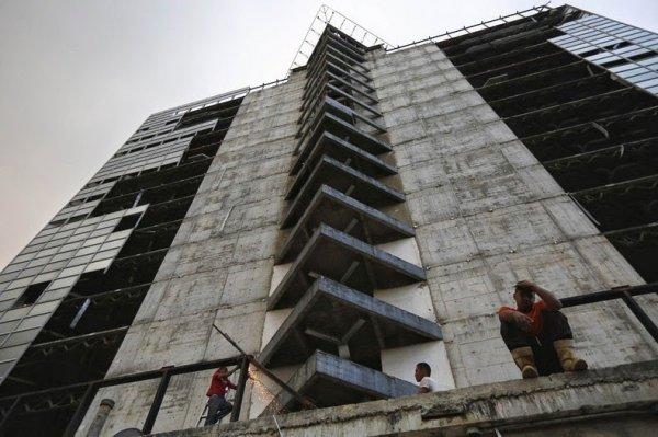 Башня Давида – самые высокие трущобы в мире (24 фото)