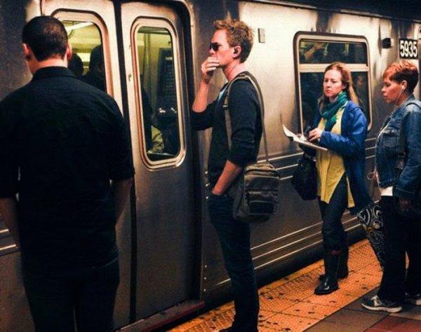 Мировые звёзды, которых можно встретить в метро (33 фото)