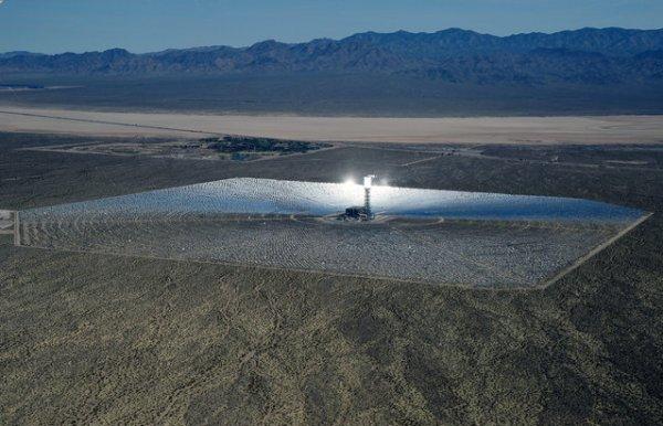Огромная солнечная электростанция в Калифорнии (10 фото)