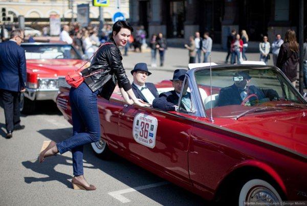 Парад ретроавтомобилей в Москве (23 фото)