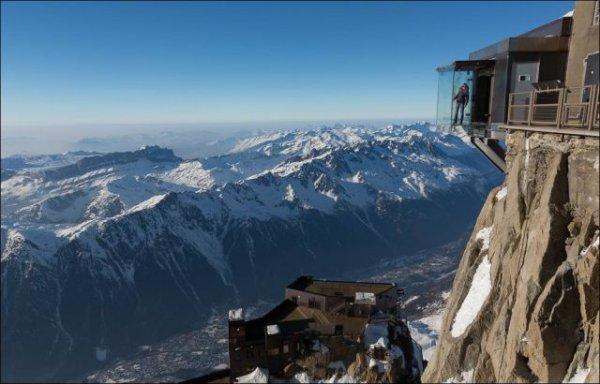 Экстремальная смотровая площадка на горнолыжном курорте Шамони (17 фото)