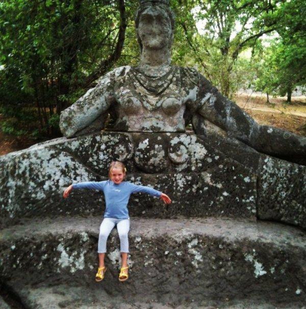 Сад чудовищ итальянского архитектора Пирро Лигорио (23 фото)