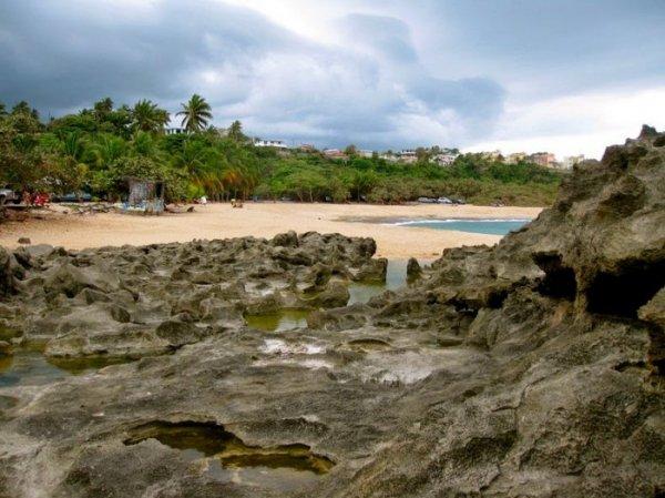 Пляж Мар-Чикита для любителей уединения (9 фото)