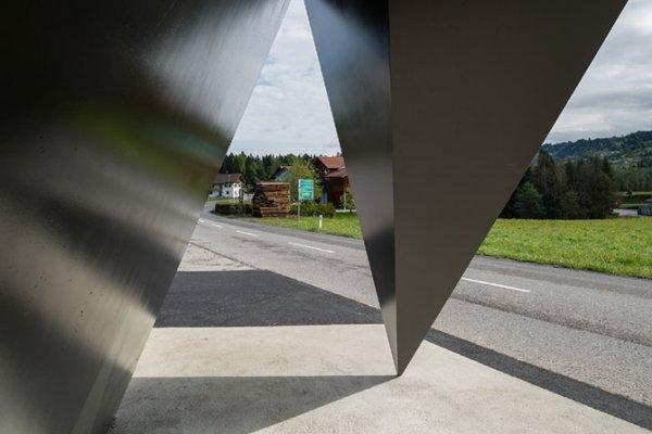 Дизайнерские автобусные остановки в австрийском городке (13 фото)