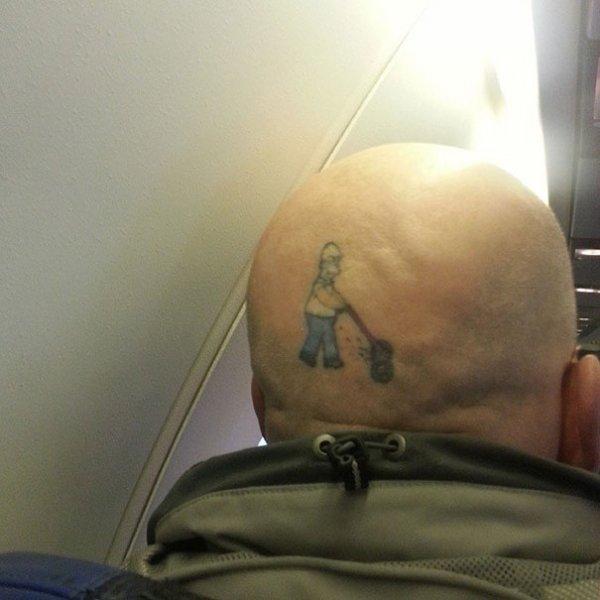 Креативные татуировки, которые остроумно подчёркивают особенности тела (31 фото)