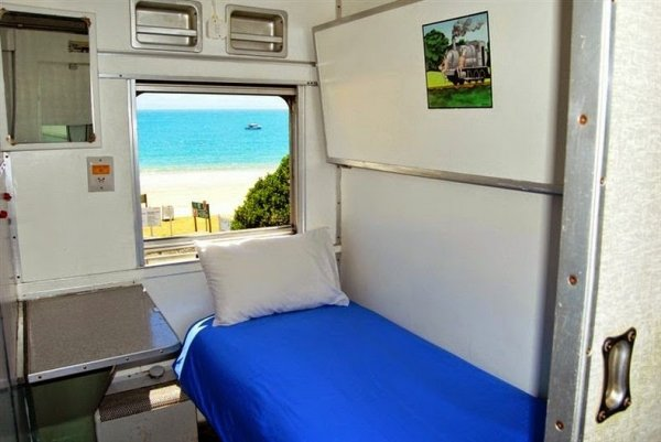 Гостиница в поезде Сантос Экспресс (9 фото)