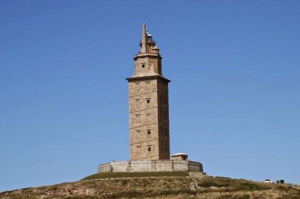 Башня Геркулеса: действующий маяк, построенный во 2-ом веке (3 фото)